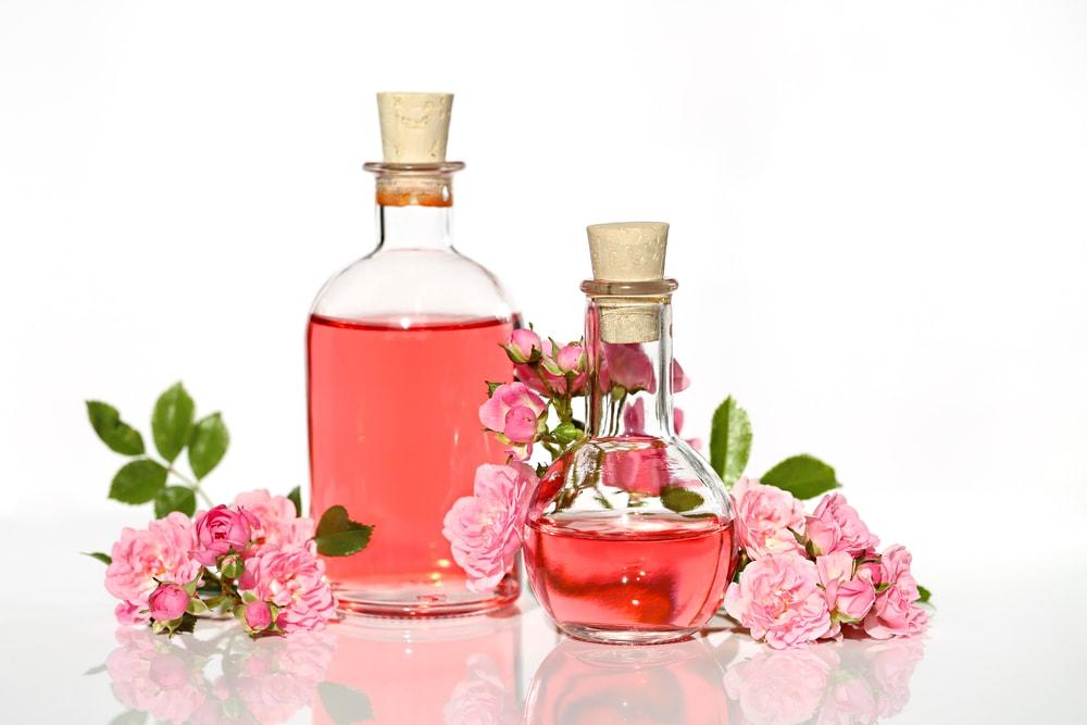 fungsi air mawar manfaat air mawar untuk kesehatan dan kecantikan